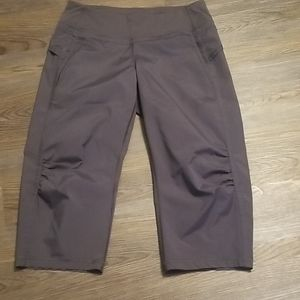 Womens lululemon pants capris  size 6 NWOT